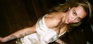 Fotografii în premieră de la nunta secretă a lui Miley Cyrus cu Liam Hemsworth