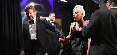 Lady Gaga și Bradley Cooper backstage premiile Oscar