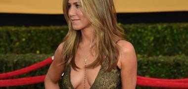 S-a exagerat cu photoshopul, acuză fanii. Jennifer Aniston, ironizată...