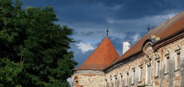 Alina Ceușan, nuntă la Castelul Bánffy. Ce ținute au purtat Antonia...