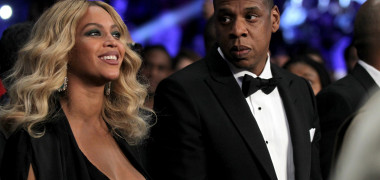 Beyonce a împlinit 38 de ani. Și-a accesorizat dinții cu aur. Cum...