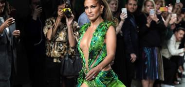Jennifer Lopez a pozat doar în lanțuri. Imaginea provocatoare prin care artista își promovează noul single