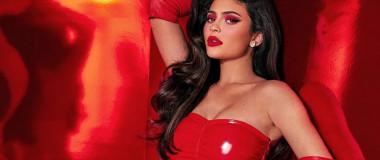 Kylie Jenner dans la campagne de Noël de sa marque Kylie-Cosmetics
