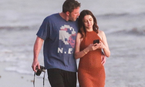 *PREMIUM-EXCLUSIVE* Ben Affleck and new girlfriend Ana De Armas enjoy a PDA Moment During Romantic Beach Stroll in Costa Rica *Strict Web Embargo until 5 PM PT on March 12, 2020*