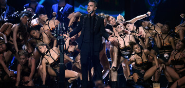 Robbie Williams: Sunt prea bătrân să-mi mai vopsesc părul. Cum arată...