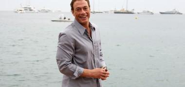 Jean-Claude Van Damme își etalează talentul de dansator, pe o piesă...