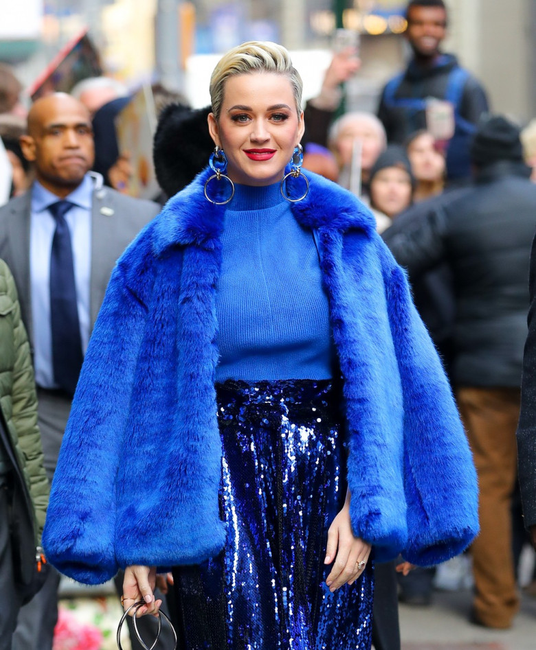 Katy Perry is all smiling while showing her engagement ring as leaving Good Morning America in New York City
