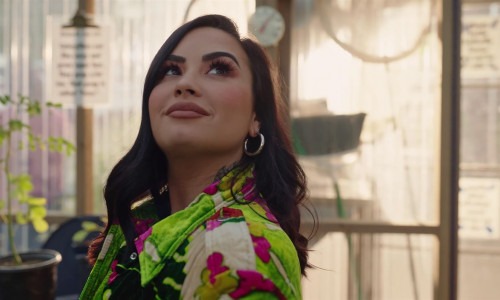 Demi Lovato's 5 minutes from death : Dancing with the Devil