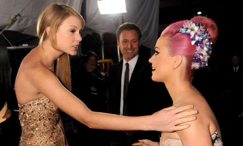 Taylor-Swift-and-Katy-Perry-920x584.jpg
