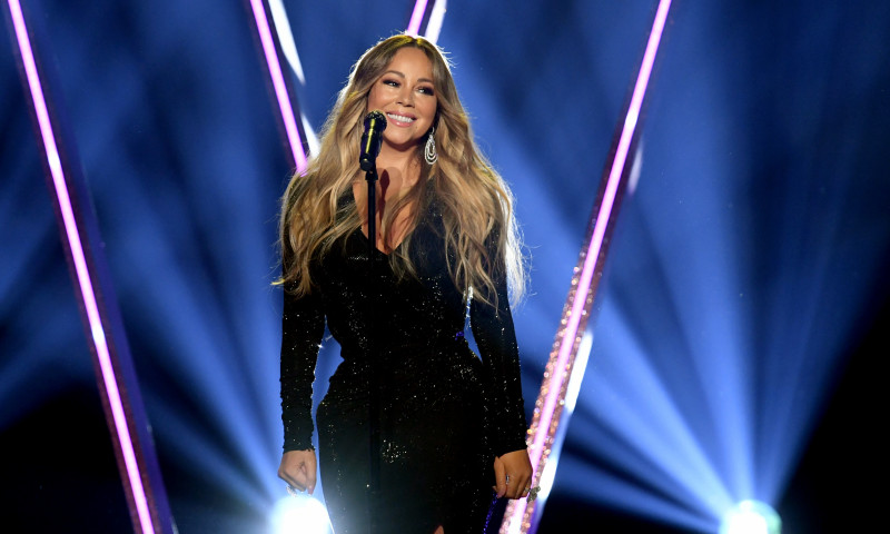 Mariah Carey a lansat o noua varianta a videoclipului piesei ''All I Want for Christmas is You''