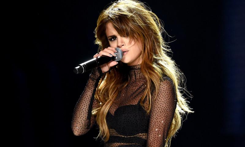 Selena Gomez si-a transformat vulnerabilitatea in putere. Vezi de ce!