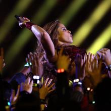 Shakira si-a vandut tot catalogul muzical din cariera! ''Am scris pentru a da sens lumii.''