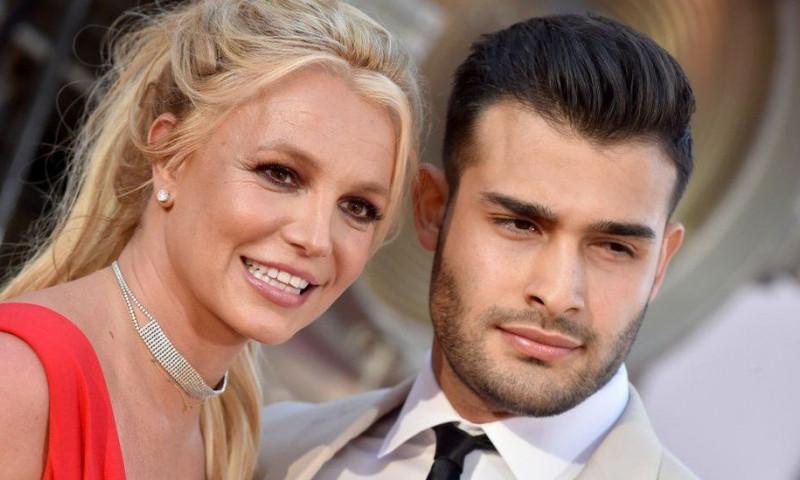 Britney Spears s-a logodit!