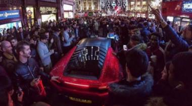 Glamour sau kitsch? Ce a făcut o moldoveancă cu un Lamborghini de 200.000 de euro | VIDEO