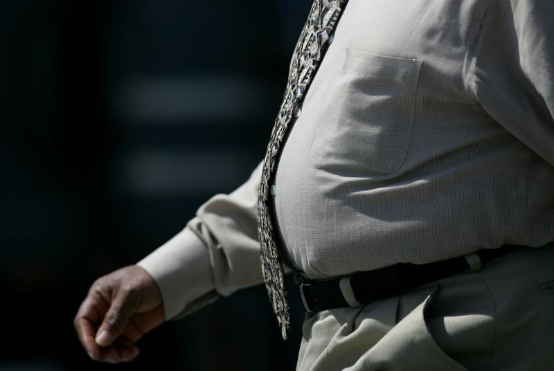 Barbat cu burta obezitate - Getty
