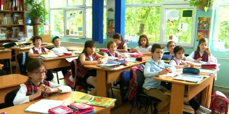 elevi scoala clasa copii