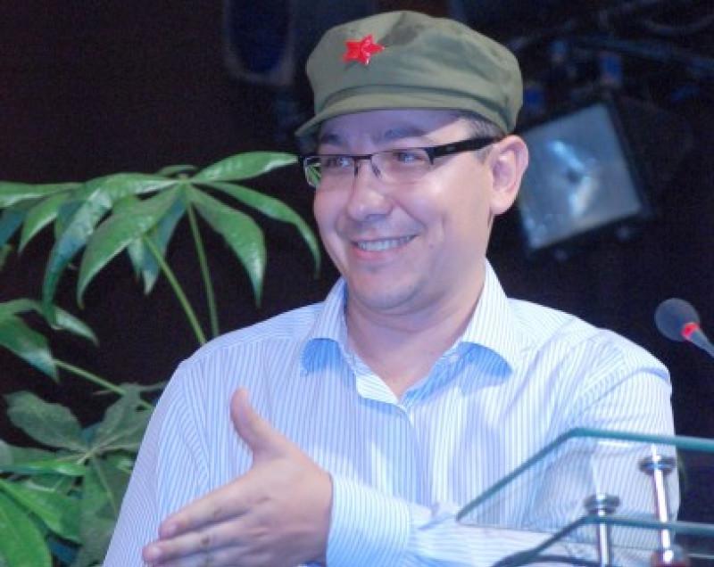 Victor Ponta purtand sapca revolutiei culturale din China, Mao Tzedun