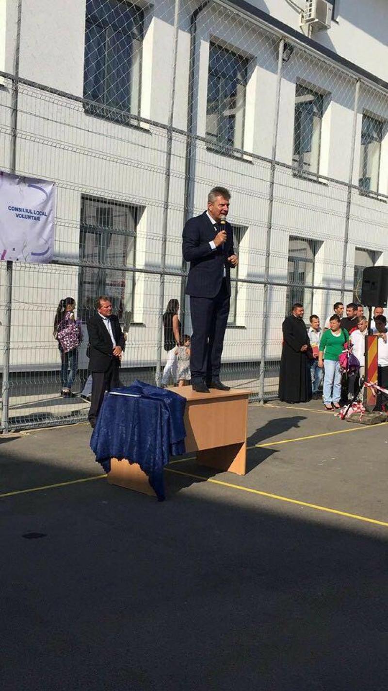pandele la deschiderea anului scolar - robert turcescu