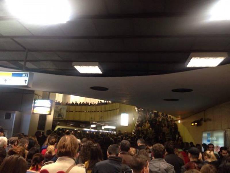 aglomeratie metrou victoriei fb - floriana laura taitis