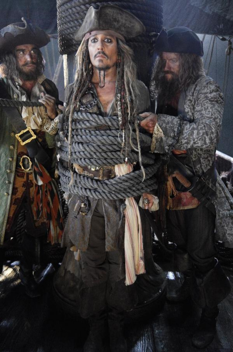pirates-of-the-caribbean-dead-men-tell-no-tales-560522l
