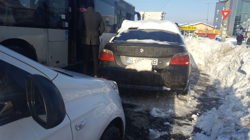 masini parcate in statie RATB (3)