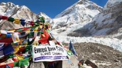 Varful Everest a ajuns cea mai inalta ghena din lume. Cine e de vina