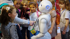 Ti-ai lasa copilul in grija unui robot? Cum arata dadaca digitala de 1400 de dolari