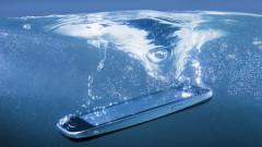 Ti-ai scapat telefonul in apa? Ce pasi simpli trebuie sa urmezi pentru a-l salva