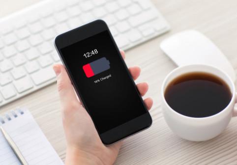 O aplicatie Android iti goleste bateria telefonului. Cum poti remedia situatia