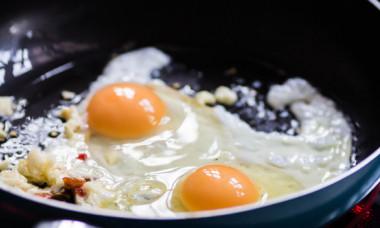 A vrut sa-si faca o omleta, dar a avut parte de surpriza vietii. Ce a descoperit o femeie cand a spart un ou