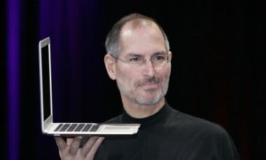 Ultimele cuvinte ale lui Steve Jobs. Ce a rostit cu adevărat pe patul de moarte, înconjurat de familie