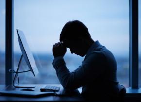 Jobul in social media care cauzeaza stres post-traumatic. Ce contract trebuie sa semneze angajatii