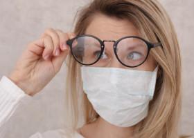 Cum poți preveni aburirea ochelarilor când porți mască. Ce truc simplu trebuie să folosești