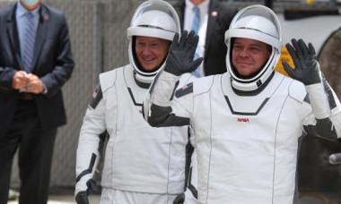 Imagini emotionante cu astronautii SpaceX Dragon si familiile lor inainte de lansare. Cum au fost nevoiti sa-si ia la revedere: VIDEO
