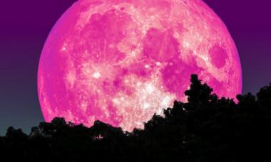Fenomen extraordinar pe cer. Cand poate fi observata Luna Roz