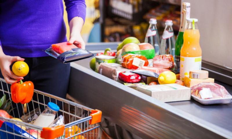 Greșelile pe care le faci la cumpărături. Ce obiceiuri simple din supermarket îți golesc portofelul