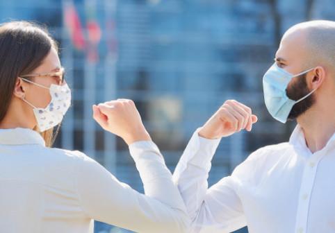 """Cât de ușor te poți infecta cu COVID-19. Oamenii de știință, un nou avertisment: """"Sunt suficiente 30 de secunde!"""""""
