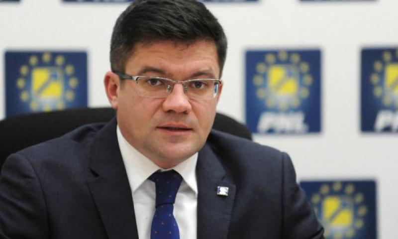 Costel Alexe, la Digi FM, despre o alertă privind fumul înecăcios din București: Nu s-ar fi impus să panicăm populația