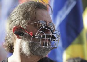 Radu Paraschivescu, despre protestatarii anti-mască: Când se vor duce la medic, să aibă grijă ca cei care se ocupă de ei să nu poarte mască. Să aibă o bandană pe care să scrie 'Fără botniță'