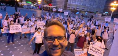 """Matinalii Digi FM - Dominic Fritz: """"Am învățat limba română la casa de copii unde am fost voluntar. Ei mi-au fost profesorii cei mai duri"""""""