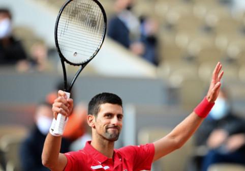 Imaginea zilei: Novak Djokovic, concurent la gimnastică sau la tenis?