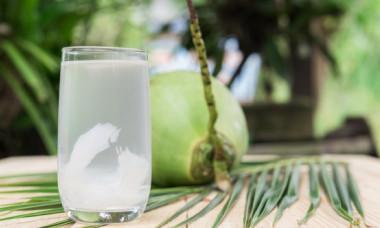 Care sunt beneficiile apei de cocos. Când ar trebui consumată