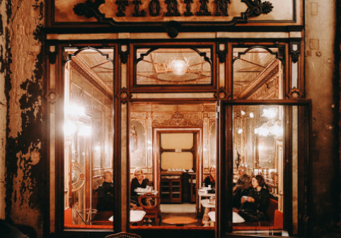 Cea mai veche cafenea din lume: personajele celebre care i-au trecut pragul în cei 300 de ani de existență