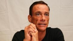 Atac cu cutitul. Jean-Claude Van Damme are probleme cu fiul cel mic. Nicholas si-a atacat colegul de apartament