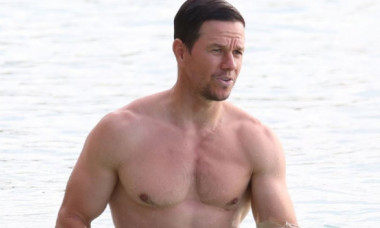 Schimbarea dramatică prin care a trecut Mark Wahlberg. De la abdomen cu pătrățele la burtă în numai trei săptămâni