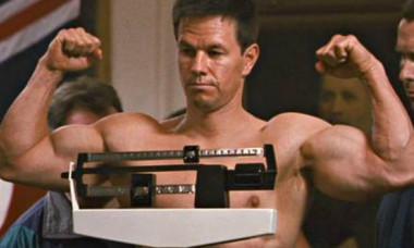 """E mai musculos acum decât în """"The Fighter"""". Cum arată Mark Wahlberg, unul dintre cei mai lucrați actori de la Hollywood"""