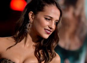 """Alicia Vikander s-a dezbrăcat în """"Earthquake Bird"""". Regula de care starul din Tomb Raider ține cont când filmează scene nud"""
