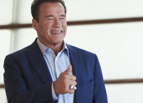 Arnold Schwarzenegger a devenit bunic. Fiica lui, căsătorită cu unul dintre cei mai în vogă actori, a născut