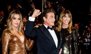 Sylvester Stallone și familia lui, așa cum nu i-ai mai văzut până acum. Cum s-au lăsat filmați actorul, soția sa și fiicele sale