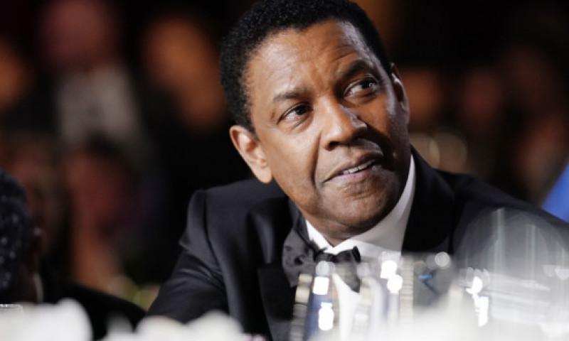Denzel Washington, considerat erou. Un video cu actorul, în timp ce mediază o discuție între un om al străzii și polițiști, a devenit viral